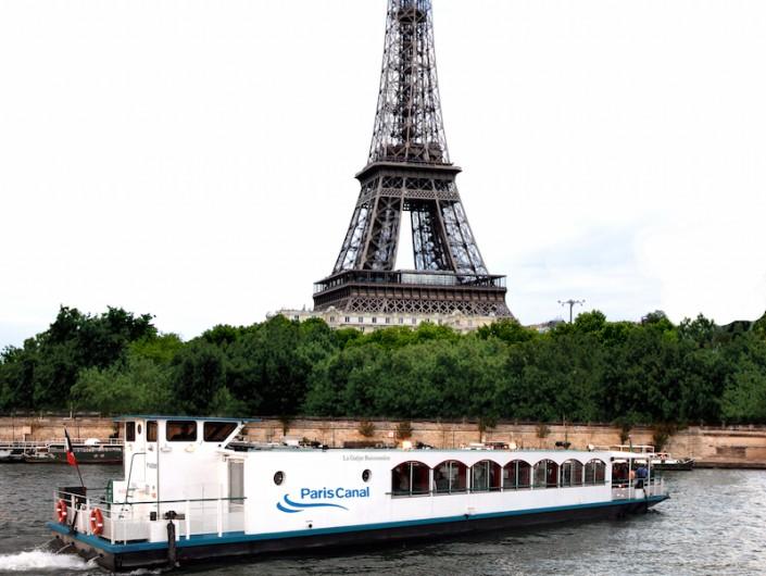 Bateau-Péniche-Paris- Tour Eiffel