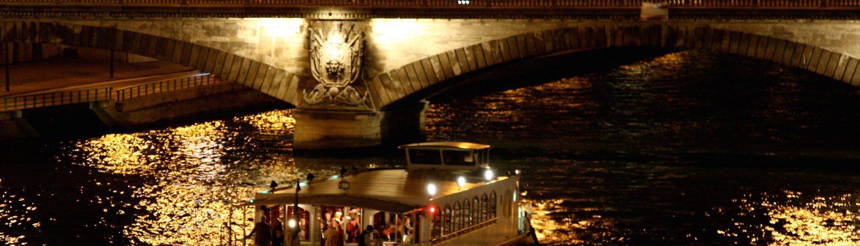 Pont illuminé sur la Seine