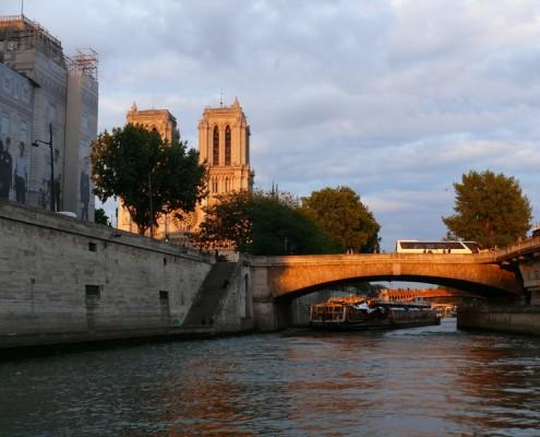 Notre-Dame de Paris-Bateau-Péniche